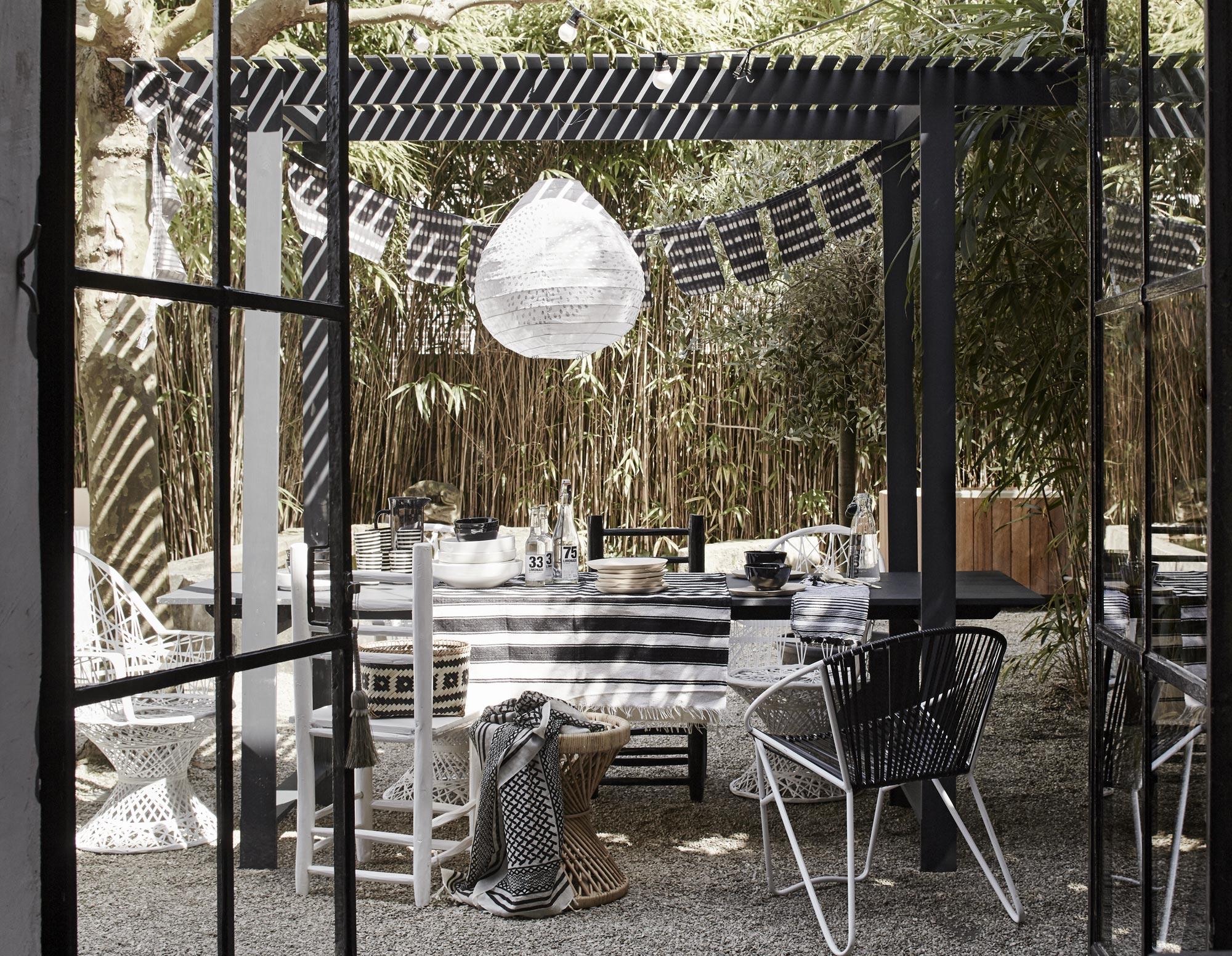 eettafel-buiten-tuin-zwart-