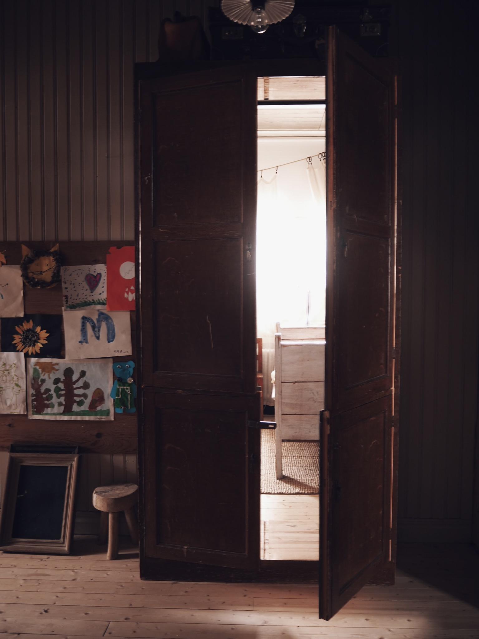 Narnia vintage skåp dörr barnrum