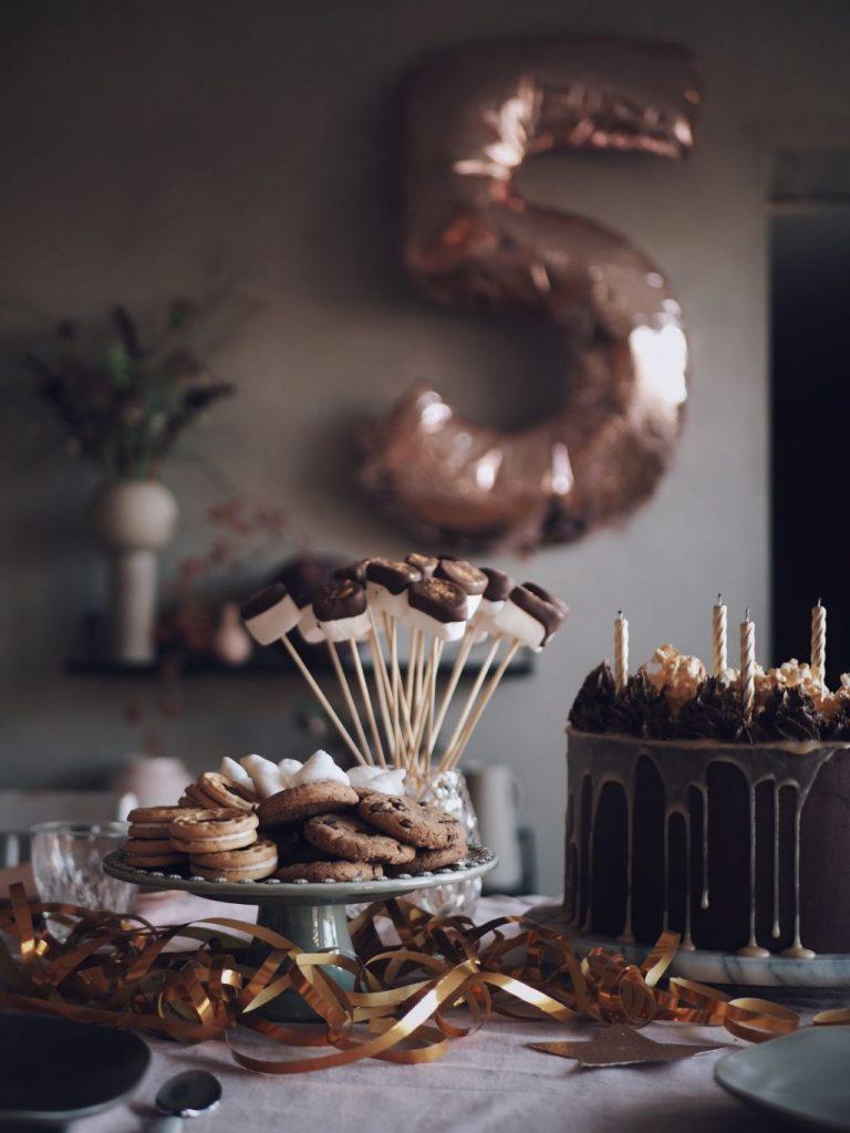 Barnkalas tårta vegan chokladtårta födelsedagstårta barn kalas vegantårta recept klimatsmart