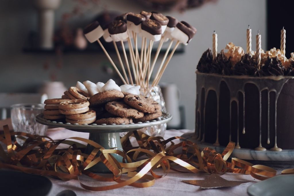 Barnkalas tårta vegan chokladtårta födelsedagstårta barn kalas vegantårta fika veganfika