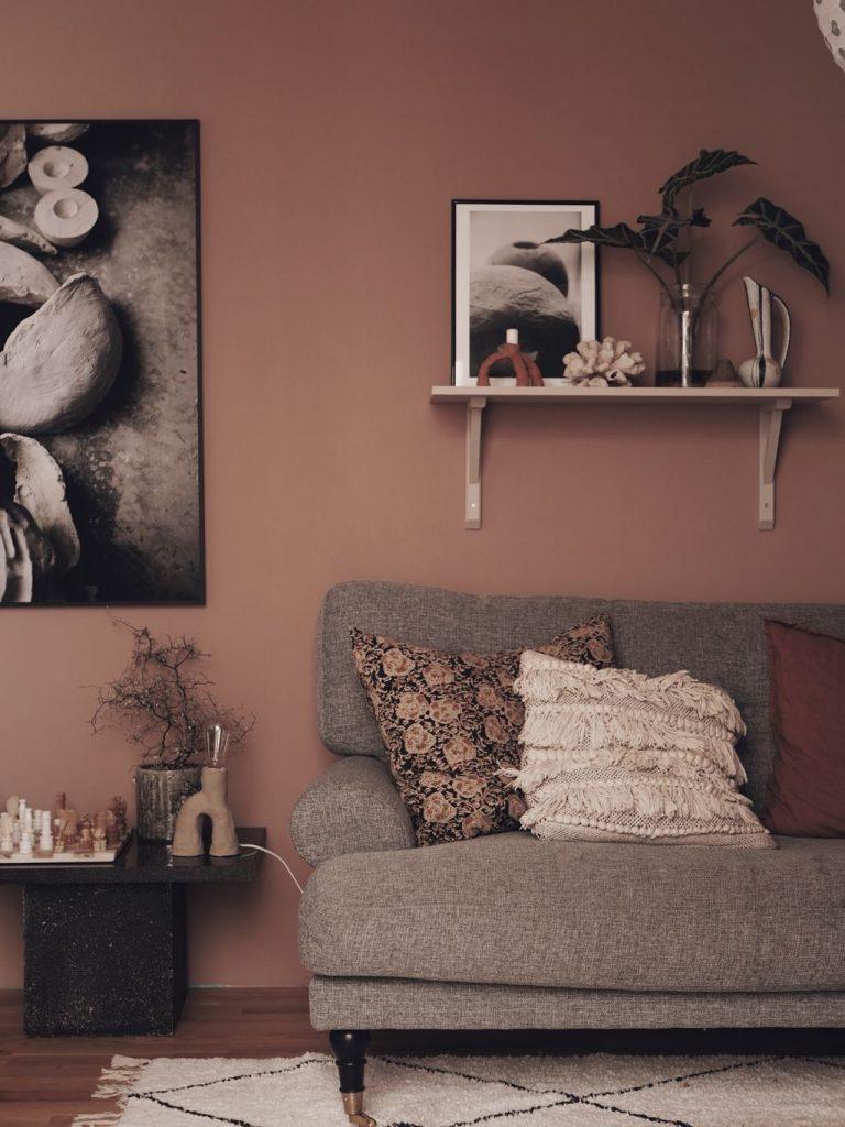 vardagsrum tv-rum inredning inspiration nordsjö D2.15.55 färg rosa väggar