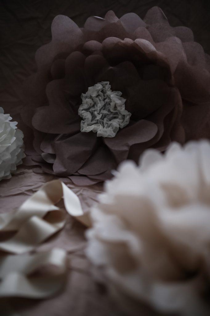 diy pyssel så gör du stora blommor av silkespapper pompoms